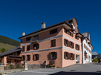 Engadiner Haus in Sent bei Scuol, Unterengadin, Graubünden, Schweiz, Europa<br /> engadine house in Sent, Scuol Valley, Engadine, Grisons, Switzerland