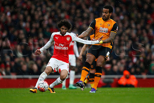 20.02.2016. The Emirates, London, England. Emirates FA Cup 5th Round. Arsenal versus Hull City. Mohamed Elneny of Arsenal plays a pass while being closed down by Tom Huddlestone of Hull.