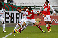 MANIZALES -COLOMBIA, 26-12-2012.  Daniel Torres del Independiente Santa Fe, disputa el balón con Mario Gonzales, durante partido en la fecha 14 de la Liga Postobón, en el estadio Palogrande de la ciudad de Manizales, el 05 de mayo de 2013./ Daniel Torres de Independiente Santa Fe, fights for the ball with Mario Gonzalez of Once Caldas, during match on the date 14 of the League Postobón 2013 1 at Palogrande stadium in Manizales. (Photo: VizzorImage / Yonboni / Str)