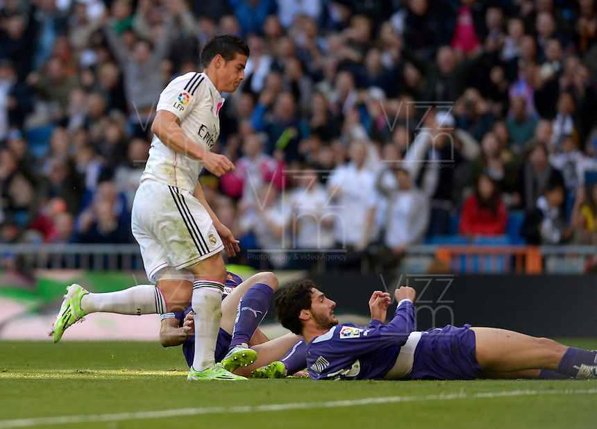 MADRID - ESPAÑA - 10-01-2015: James Rodríguez (Izq.), jugador de Real Madrid celebra el gol anotado al Espanyol  durante partido de la Liga de España, Real Madrid y Espanyol en el estadio Santiago Bernabeu de la ciudad de Madrid, España.  / James Rodriguez (L), player of Real Madrid celebrates a scored goal to Espanyol during a match between Real Madrid and Espanyol for the Liga of Spain in the Santiago Bernabeu stadium in Madrid, Spain Photo: Asnerp / Patricio Realpe / VizzorImage.