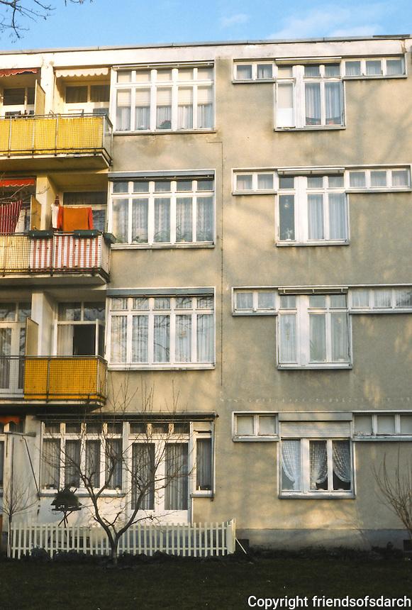 Frankfurt: Hellerhofsiedlung, 1929-30. 4-floor elevation, south side. Mart Stam.