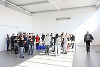 Stockstadt 17.03.2016: Einweihung der neuen Montagehalle von RMIG Nold in Stockstadt<br /> Mitarbeiter feiern die Einweihung<br /> Foto: Vollformat/Marc Schüler, Schäfergasse 5, 65428 Rüsselsheim, Fon 0151/11654988, Bankverbindung Kreissparkasse Gross Gerau BLZ. 50852553 , KTO. 16003352. Alle Honorare zzgl. 7% MwSt.