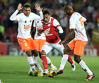 BOGOTA - COLOMBIA -26 -03-2014: Wilder Medina (Cent.) jugador de Independiente Santa Fe disputa el balón Juan Saiz (Izq.) y Nelson Lemus (Der.) jugadores de Envigado FC, durante partido aplazado entre Independiente Santa Fe y Envigado Chico FC por la fecha 10 de la Liga Postobon I-2014, jugado en el estadio Nemesio Camacho El Campin de la ciudad de Bogota./ Wilder Medina (R) player of Independiente Santa Fe vies for the ball with Juan Saiz (L) and Nelson Lemus (R)player of Envigado FC during a posponed match between Independiente Santa Fe and Envigado FC for the 10th date of the Liga Postobon I -2014 at the Nemesio Camacho El Campin Stadium in Bogota city, Photo: VizzorImage  / Luis Ramirez / Staff.