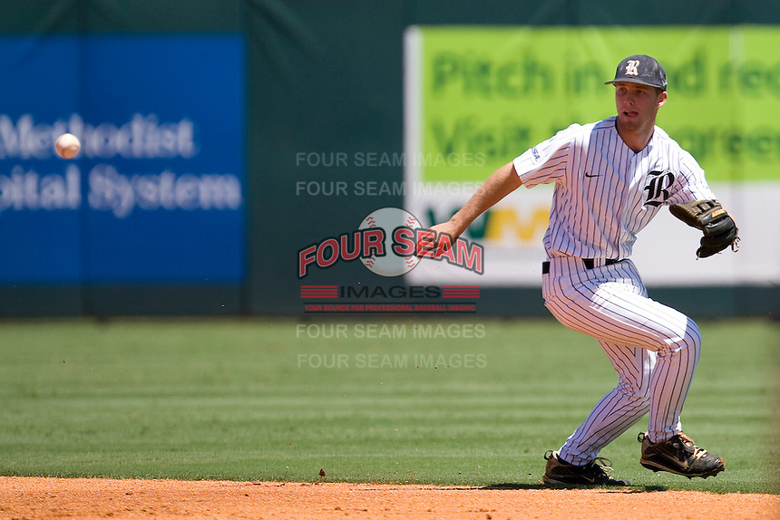 Rice Owls shortstop Derek Hamilton #4 on defense against the Memphis TIgers in NCAA Conference USA baseball on May 14, 2011 at Reckling Park in Houston, Texas. (Photo by Andrew Woolley / Four Seam Images)