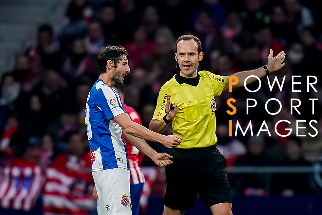 Esteban Felix Granero Molina of RCD Espanyol speaks to referee Mario Melero Lopez during the La Liga 2018-19 match between Atletico de Madrid and RCD Espanyol at Wanda Metropolitano on December 22 2018 in Madrid, Spain. Photo by Diego Souto / Power Sport Images