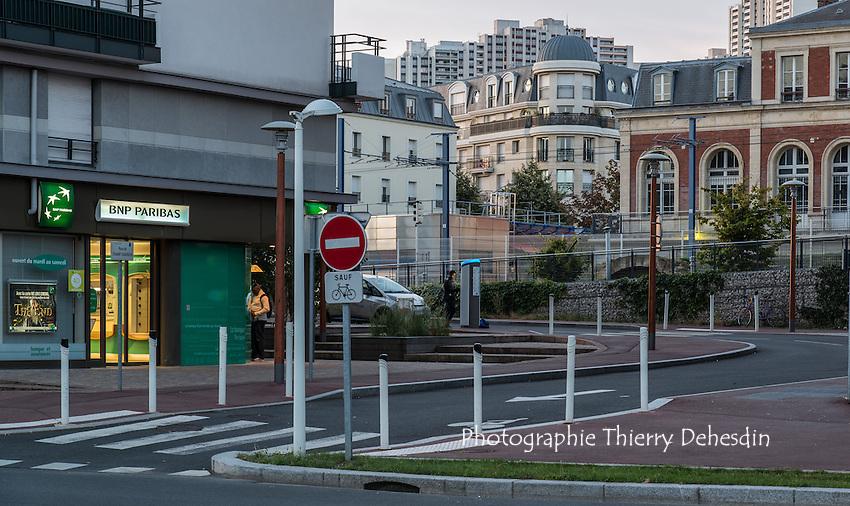 Issy les Moulineaux, la rue du champ Chardon, la Gare des Moulineaux Billancourt et les Epinettes depuis le quai de la bataille de Stalingrad