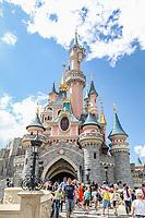 MARNE LA VALLE, FRANÇA 21.07.2019 - DISNEY-PARIS - Movimentação de turistas na Disneyland Paris, originalmente Euro Disney Resort, um resort de entretenimento em Marne-la-Vallée, uma cidade planejada localizada 32 km a leste do centro de Paris, sendo a atração mais visitada em toda a França e Europa. (Foto: Vanessa Carvalho/Brazil Photo Press)