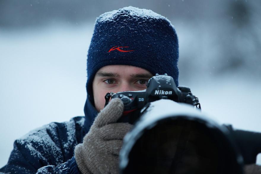 NATURE AND WILDLIFE PHOTOGRAPHER SVEN ZACEK; FINLAND; 2009; WINTER; COLD; SNOWFALL; NIKON