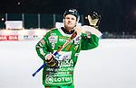 Stockholm 2015-01-30 Bandy Elitserien Hammarby IF - Sandvikens AIK :  <br /> Hammarbys Ulf Einarsson tackar publiken efter matchen mellan Hammarby IF och Sandvikens AIK <br /> (Foto: Kenta J&ouml;nsson) Nyckelord:  Elitserien Bandy Zinkensdamms IP Zinkensdamm Zinken Hammarby Bajen HIF Sandviken SAIK jubel gl&auml;dje lycka glad happy supporter fans publik supporters