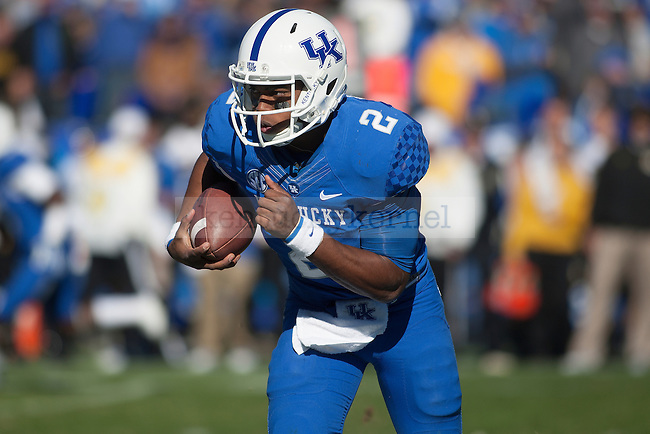 Kentucky Wildcats quarterback Jalen Whitlow (2) runs for positive yards during the first half of the University of Kentucky vs. Missouri University football game at Commonwealth Stadium in Lexington, Ky., on Saturday, November 9, 2013. Missouri defeated Kentucky 48-17. Photo by Michael Reaves | Staff