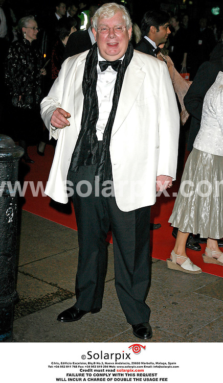 ALL ROUND PICTURES BY SOLARPIX.COM. .Richard Griffiths arrives for the premiere of The History Boys at the Odeon in Leicester Square, London.  JOB REF:2867 - PRS..MUST CREDIT SOLARPIX.COM OR DOUBLE FEE WILL BE CHARGED.....