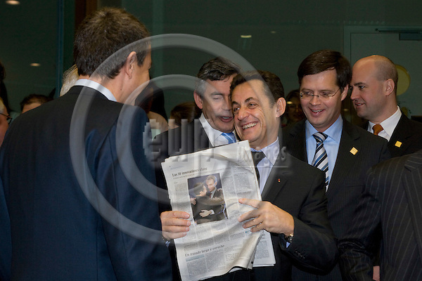 BRUSSELS - BELGIUM - 14 DECEMBER 2007 -- EU SUMMIT -- Nicolas SARKOZY, The French President, are having a laugh with the Spanish Prime Minister Jose Luis Rodriguez ZAPATERO (Le) about a picture of them in the spanish newspaper El Pais. Behind him from left Gordon BROWN, British Prime Minister, Jan Peter BALKENENDE, Dutch Prime Minister, and their Swedish counterpart Fredrik REINFELDT.  Photo: Erik Luntang/EUP-IMAGES