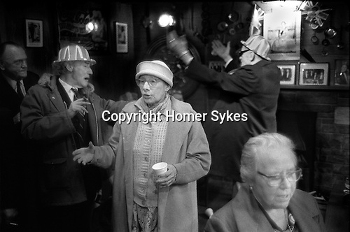 Silver Jubilee Street Party moves to the local pub. 1977 Repton street, Whitechapel, Tower Hamlets east end London.<br />