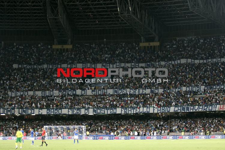 EM 06/07 Qualifikation Gruppe: B<br /> Italien - Litauen 1:1<br /> <br /> <br /> Dank von den Fans f&cedil;r die WM 2006 in Deutschland<br />  <br /> <br /> Foto :&copy; nordphoto <br /> <br /> <br /> <br />  *** Local Caption ***