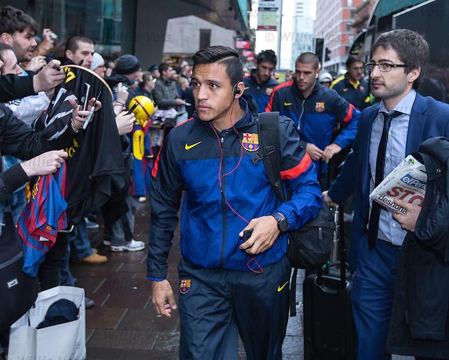 Alexis Sanchez arrives at Barcelona's city centre hotel