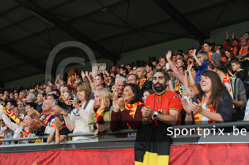20170613 - LEUVEN ,  BELGIUM : Belgian team greeting their fans pictured after the female soccer game between the Belgian Red Flames and Japan , a friendly game before the European Championship in The Netherlands 2017  , Tuesday 13 th Juin 2017 at Stadion Den Dreef  in Leuven , Belgium. PHOTO SPORTPIX.BE | DIRK VUYLSTEKE