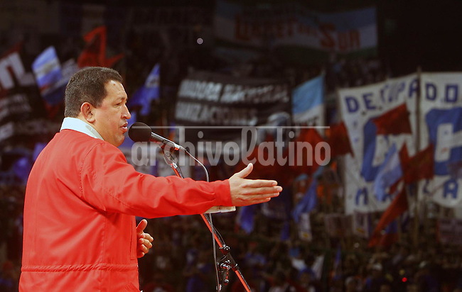 El Presidente de Venezuela Hugo Chavez habla durante un acto en Buenos Aires, Argentina, contra la presencia del presidente de Estados Unidos George W. Bush en la vecina Uruguay.*..Venezuelan President Hugo Chavez speaks during a rally against US President George W. Bush in Ferrocarrill Oeste Stadium, Buenos Aires, Argentina, Friday, March 9, 2007. Chavez organized the anti Bush rally in Buenos Aires to protest against the visit of Bush to neighboor Uruguay...