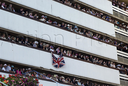 19 June 2004: Racegoers on the Grandstand balconies singing after racing at Royal Ascot. Photo: Martin Cushen/Action Plus...040619 horse racing bandstand