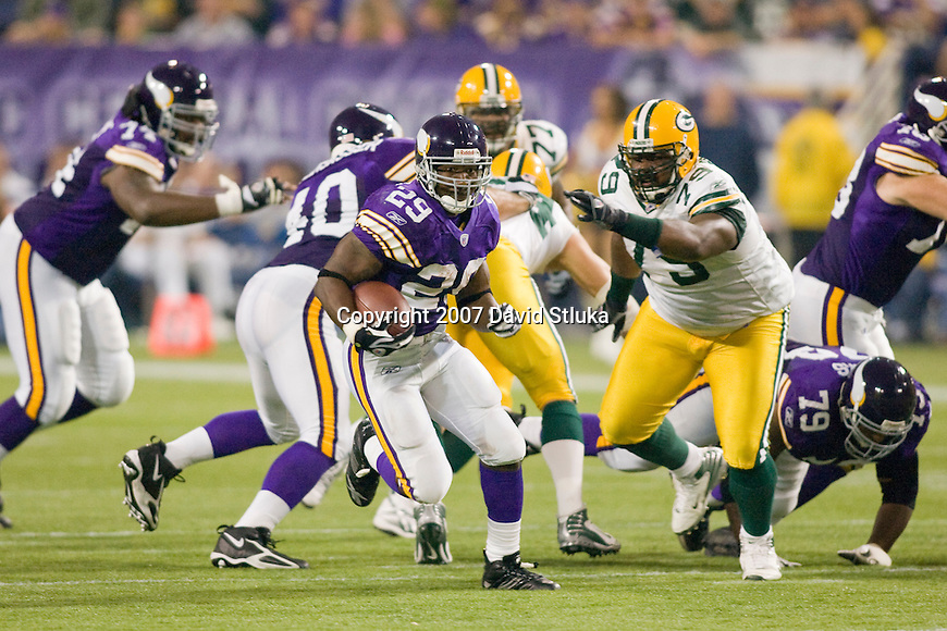 Running back Chester Taylor #29 of the Minnesota Vikings carries the ball during an NFL football game against the Green Bay Packers at the Hubert H. Humphrey Metrodome on September 30, 2007 in Minneapolis, Minnesota. The Packers beat the Vikings 23-16. (Photo by David Stluka)