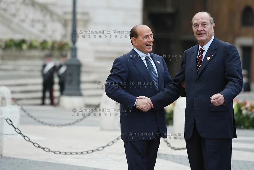 Roma, 29 ottobre, 2004. Firma della Costituzione Europea in Campidoglio. Berlusconi con Jacques Chiraq