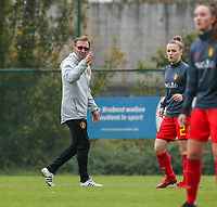 20191101 - Tubize: Belgian assistant coach Luc Bosmans with Belgian Lea Detail (2) pictured during the international friendly match between Red Flames U16 (Belgium) and Norway U16 on 1 November 2019 at Belgian Football Centre, Tubize. PHOTO:  SPORTPIX.BE   SEVIL OKTEM