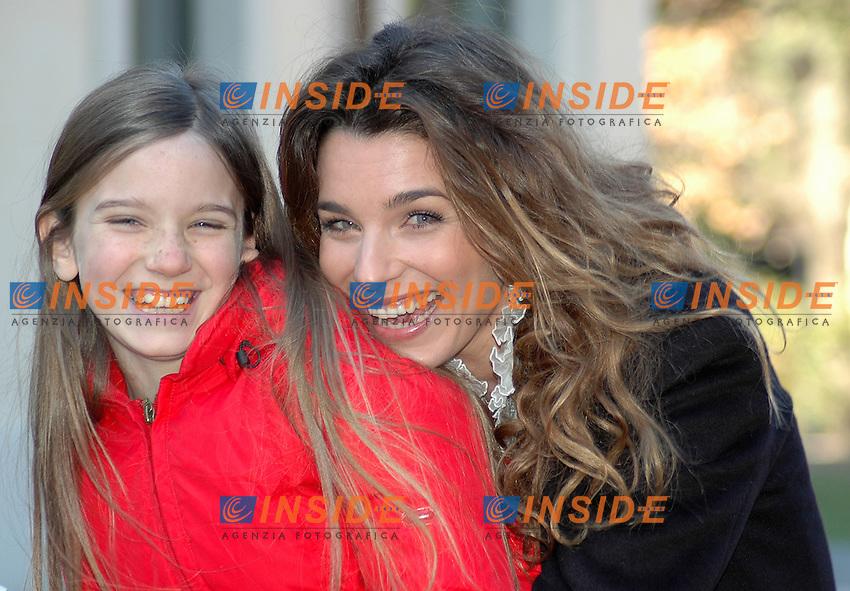 """Roma 17/01/05 Presentazione di """"Un ciclone in famiglia"""". Nella foto Carlotta Mazzoleni e Benedetta Massola."""