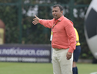 BOGOTÁ -COLOMBIA, 23-08-2015. Harold Rivera técnico de Patriotas FC gesticula durante partido por la fecha 8 de la Liga Águila II 2015 jugado en el estadio Metropolitano de Techo en Bogotá./ Harold Rivera coach of Patriotas FC gestures during match against Deportes Tolima for the 8th date of the Aguila League II 2015 played at Metropolitano de Techo stadium in Bogota city. Photo: VizzorImage/ Gabriel Aponte / Staff