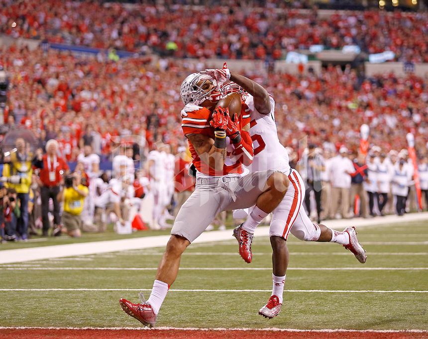 Ohio State Buckeyes wide receiver Devin Smith (9) makes a touchdown catch in front of Wisconsin Badgers cornerback Derrick Tindal (25) in the second quarter of the Big Ten Championship game at Lucas Oil Stadium in Indianapolis on Saturday, December 6, 2014. (Columbus Dispatch photo by Jonathan Quilter)