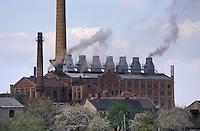 - east Germany, plant for the refinement of the lignite coal (brown coal) near Zeitz....- Germania orientale, impianto per la raffinazione del carbone lignite nei pressi di Zeitz