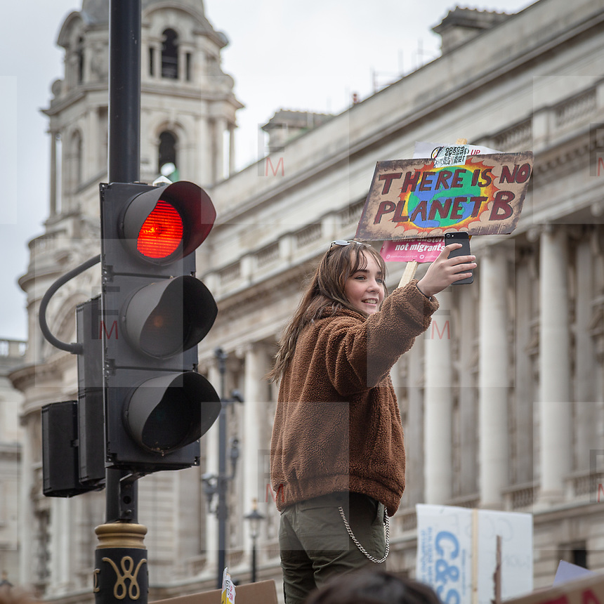 YouthStrike4Climate: la grande manifestazione mondiale contro il cambiamento climatico a Londra<br /> <br /> YouthStrike4Climate: thousands of students marching across London<br /> <br /> #YouthStrike4Climate #climatestrike<br /> <br /> #6d, #photooftheday #picoftheday #bestoftheday #instadaily #instagood #follow #followme #nofilter #everydayuk #canon #buenavistaphoto #photojournalism #flaviogilardoni <br /> <br /> #london #uk #greaterlondon #londoncity #centrallondon #cityoflondon #londonuk <br /> <br /> #photo #photography #photooftheday #photos #photographer #photograph #photoofday #streetphoto #photonews #amazingphoto #dailyphoto #goodphoto #myphoto #photoftheday #photogalleries #photojournalist #photolibrary #photoreportage #pressphoto #todaysphoto #urbanphoto