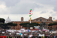 "Manifestazione ""Family Day"" al Circo Massimo, in sostegno della famiglia tradizionale, contro la legge sulle unioni civili in discussione al Senato, Roma, 30 gennaio 2016. At left background, St. Peter's Dome.<br />