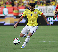 BARRANQUILLA  - COLOMBIA - 8-10-2015: Falcao Garcia  jugador de la seleccion Colombia  disputa el balon con  la seleccion Peru durante primer partido  por por las eliminatorias al mundial de Rusia 2018 jugado en el estadio Metropolitano Roberto Melendez  / : Falcao Garcia   player of Colombia  fights for the ball with of selection of Peru during first qualifying match for the 2018 World Cup Russia played at the Estadio Metropolitano Roberto Melendez. Photo: VizzorImage / Felipe Caicedo / Staff.