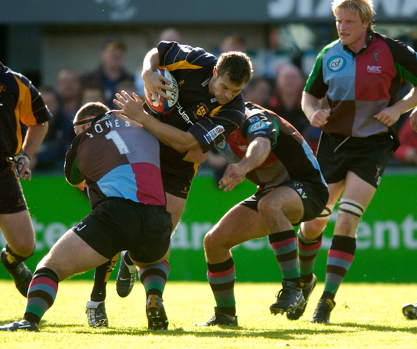 Photo. Richard Lane..Worcester Warriors v NEC Harlequins. Zurich Premiership. 02/10/2004..Ben Hinshelwood attacks.