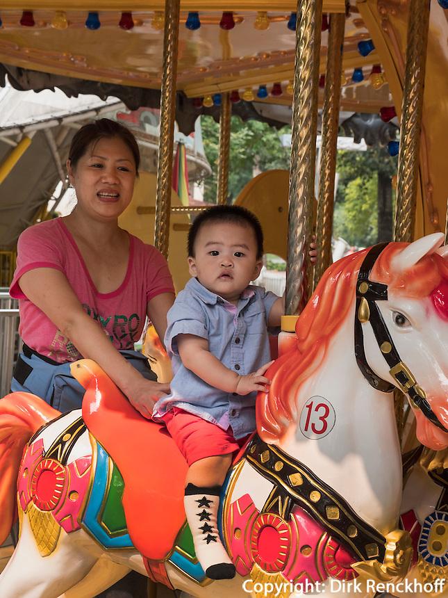 Karussel im Longtan Park in Peking, China, Asien<br /> Merry go round, Longtan -Park, Beijing, China, Asia