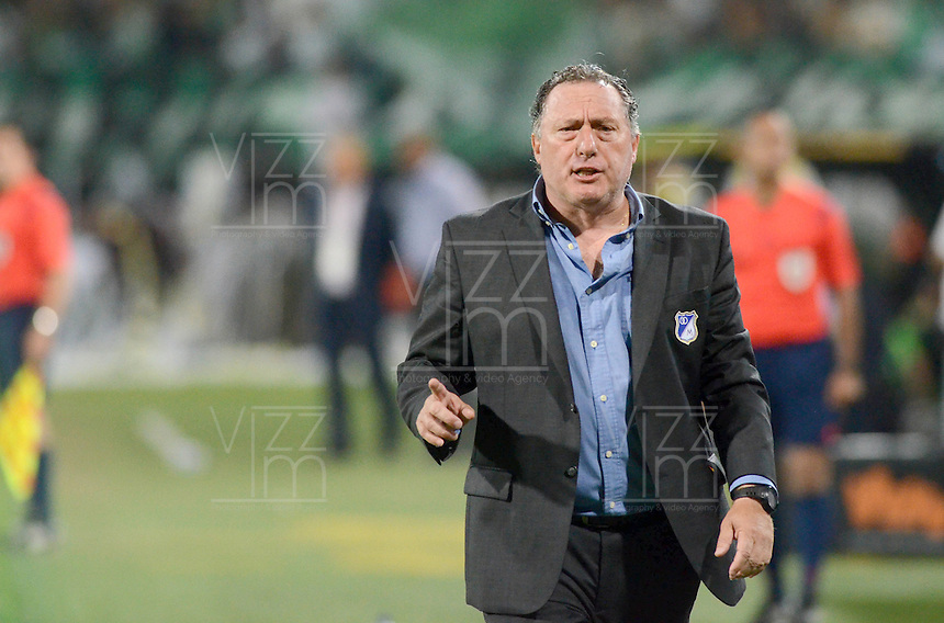 MEDELLÍN -COLOMBIA-31-10-2015. Ruben Israel técnico del Millonarios gesticula durante partido contra Atlético Nacional por la fecha 17 de la Liga Aguila II 2015 jugado en el estadio Atanasio Girardot de la ciudad de Medellín./ Ruben Israel coach of Millonarios gestures during match against Atletico Nacional for the  17th date of the Aguila League II 2015 at Atanasio Girardot stadium in Medellin city. Photo: VizzorImage/León Monsalve/ Str