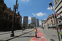 SÃO PAULO, SP, 25.03.2020 - CORONAVIRUS-SP - Movimentação nas ruas da região central de São Paulo nesta quarta-feira, 25. (Foto: Amauri Nehn/Brazil Photo Press)