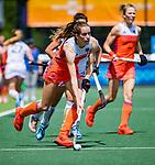 Den Bosch  -  Debutant in het grote Oranje, Felice Albers (Ned)  met Tiphaine Duquesne (Belgie)   tijdens  de Pro League hockeywedstrijd dames, Nederland-Belgie (2-0).    COPYRIGHT KOEN SUYK