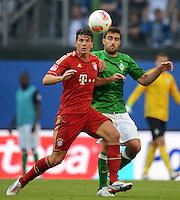 FUSSBALL   1. BUNDESLIGA   SAISON 2012/2013   LIGA TOTAL CUP  FC Bayern Muenchen - SV Werder Bremen       04.08.2012 Mario Gomez (vorn, FC Bayern Muenchen) gegen Sokratis Papastathopoulos (hi, SV Werder Bremen)
