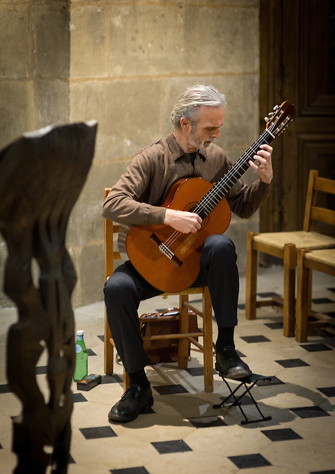 Stephen Lyman at a Bach concert given by Stephen Lyman, american guitarist and musician, in the Chapelle de la Vierge at Eglise Saint-Séverin, rue des Prêtres-Saint-Séverin in the Latin Quarter of Paris. The first of many concerts planned by a new Association formed by Stephen Lyman, with the assistance of Robert Lipscomb, with Michel Audouin as president to bring music (particularly the music of Bach) to children and young adults suffering from Autism and other psychological difficulties, following Stephen Lyman's work for the hôpital de la Pitié Salpêtrière in Paris. The vision for these concerts is that they shall be informal, open free of charge to the public, generally for 20-30 people including six or seven young people with mental problems, commencing at Saint-Séverin, expanding in due course to several locations in central Paris, given by Stephen Lyman and other top quality musicians. Thursday 8th December 2016