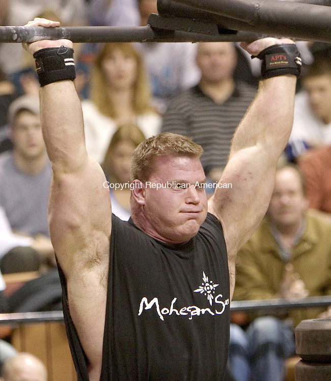 UNCASVILLE, CT. 20 January 2008-012008SV27--Derek Poundstone of Waterbury lifts slot machines and weights during the World Strong Man Super Series competition at Mohegan Sun Arena in Uncasville on Saturday.<br /> Steven Valenti Republican-American