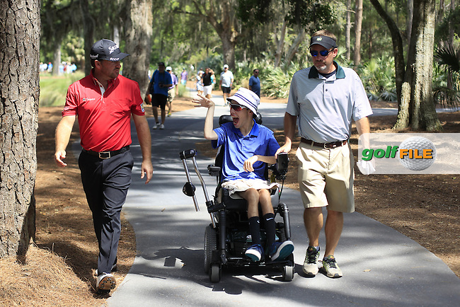 Graeme McDowell (NIR) talks to a spectator during practice for the Players, TPC Sawgrass, Championship Way, Ponte Vedra Beach, FL 32082, USA. 11/05/2016.<br /> Picture: Golffile | Fran Caffrey<br /> <br /> <br /> All photo usage must carry mandatory copyright credit (&copy; Golffile | Fran Caffrey)