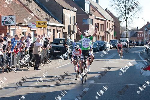 2012-03-25 / Wielrennen / Juniores  Meer / De Nederlander Erik Kramer wint de sprint van een verbrokkelde kopgroep.