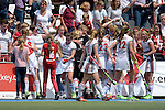 GER - Mannheim, Germany, June 04: During the Final4 semi-final Damen hockey match between Muenchner SC (red) and Rot-Weiss Koeln(white) on June 4, 2016 at Mannheimer HC in Mannheim, Germany. Final score 0-1 (HT 0-0). (Photo by Dirk Markgraf / www.265-images.com) *** Local caption *** Players of Rot-Weiss Koeln celebrate after scoring the winning goal
