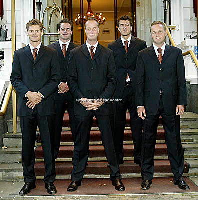 20030917, Zwolle, Davis Cup, NL-India, Sjeng Schalken,Raemon Sluiter, Martin Verkerk, John van Lottum en captain Tjerk Bogtstra