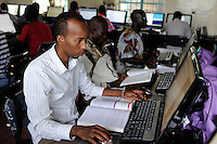 KENIA Fluechtlingslager Kakuma in der Turkana Region , hier werden ca. 80.000 Fluechtlinge vom UNHCR versorgt, JRS Jesuit Refugee Service, Computer Training und Fernstudium fuer Fluechtlinge / KENYA Turkana Region, refugee camp Kakuma, where 80.000 refugees receive shelter and food from UNHCR, JRS Jesuit Refugee Service, Computer Training for refugees