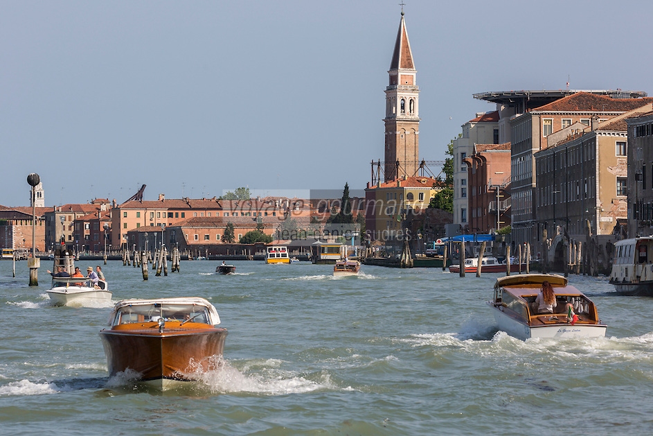 Italie, Vénétie, Venise:  Navigation  sur la Giudecca  // Italy, Veneto, Venice: