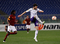 Calcio, Europa League: Ritorno degli ottavi di finale Roma vs Fiorentina. Roma, stadio Olimpico, 19 marzo 2015.<br /> Fiorentina's Jose' Basanta, right, kicks the ball past Roma's Gervinho during the Europa League round of 16 second leg football match between Roma and Fiorentina at Rome's Olympic stadium, 19 March 2015.<br /> UPDATE IMAGES PRESS/Isabella Bonotto