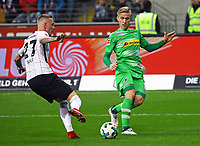 Marius Wolf (Eintracht Frankfurt) gegen Michael Cuisance (Borussia Mönchengladbach) - 26.01.2018: Eintracht Frankfurt vs. Borussia Moenchengladbach, Commerzbank Arena