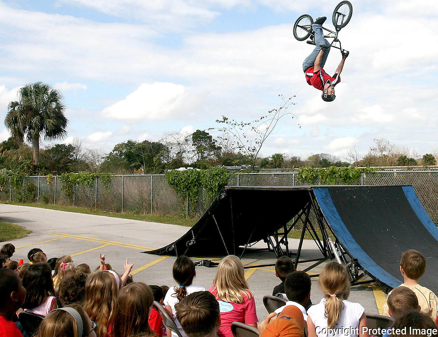 Gary Wilcox/StaffÉ 11/26/2007É Students at Jacksonville Beach Elementary watch a BMX Bike flyÕs over during a BMX Bike show at the school last Monday (11/26/07). The BMX Bike show was a prize that students won for selling items for a fundraiser for the School. The bike rider is Quinn Semling cq ...a skilled BMX rider. Semling is a mainstay at the worldÕs top BMX contests..