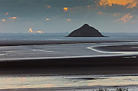 Europe/France/Normandie/Basse-Normandie/50/Manche/ Vains : Baie du Mont Saint-Michel, classée Patrimoine Mondial de l'UNESCO, L'  Ilot de Tombelaine depuis   la Pointe du Grouin du Sud  // Europe/France/Normandie/Basse-Normandie/50/Manche/ Vains : Bay of Mont Saint Michel, listed as World Heritage by UNESCO,   Tombelaine island  since  Pointe du Grouin du Sud
